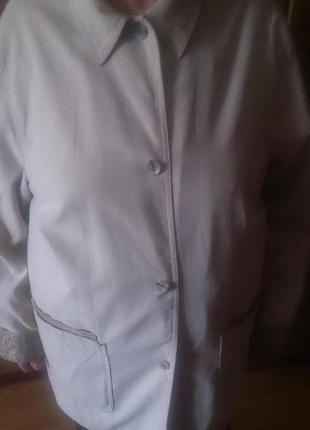 Стильна бежева курточка р48