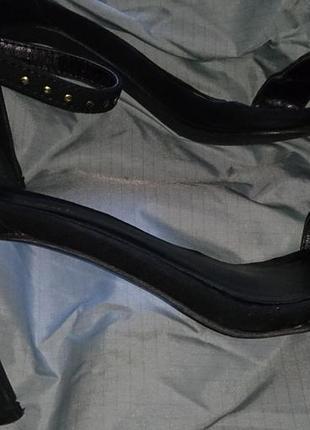 Чорні стильні босоніжки еко замша р38 new look