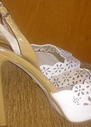 Білі стильні босоніжки шкіра next  р39