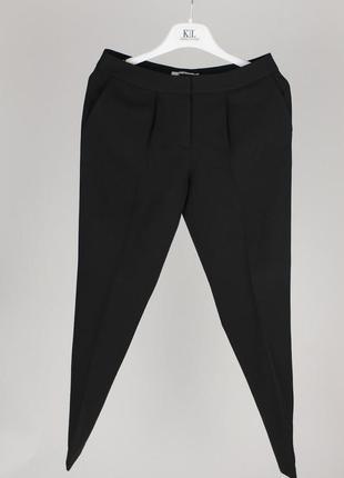 Чёрные классические брюки делового стиля