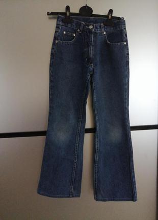 Качественные котоновые джинсы. джинсы на девочку 146 см.