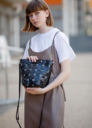 Кожаная плетеная женская сумка пазл m черная krast