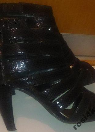 Стильні чорні босоніжки ремінці young spirit р37