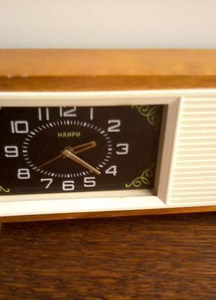Часы-будильник «НАИРИ» с мелодией «Степь да степь кругом», СССР,