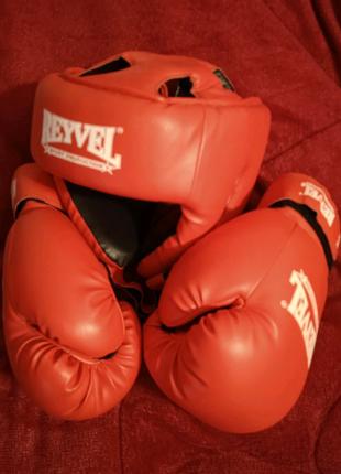 Экипировка для бокса. Шлем и перчатки.