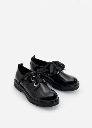 Туфли дерби на шнурках лаковые