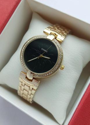 Женские часы под золото с черным циферблатом
