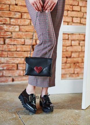Кожаная женская сумка-клатч leya с черного цвета с бордовым се...