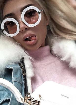 Хитовые очки в белой оправе