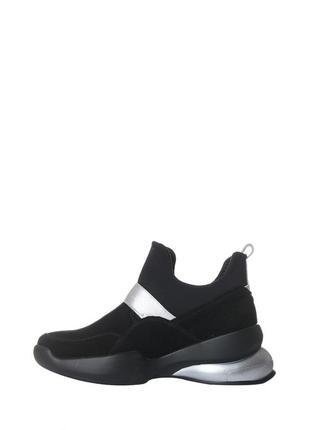 Стильные женские осенние спортивные ботинки на массивной подош...