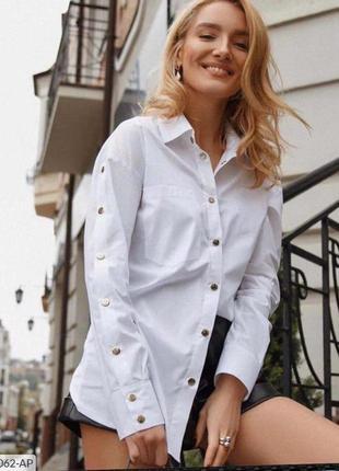 Стильная белая рубашка с кнопками