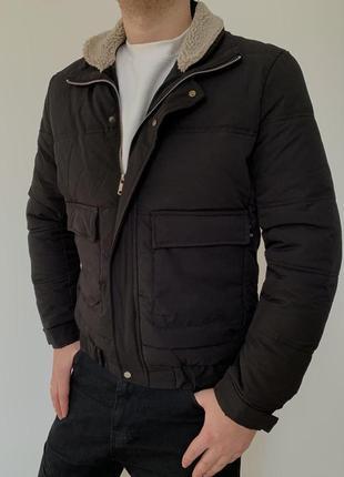Мужская короткая зимняя куртка теплая с мехом черная