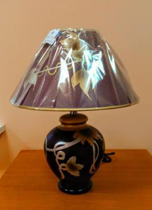 Настольная лампа с абажуром и регулятором яркости света