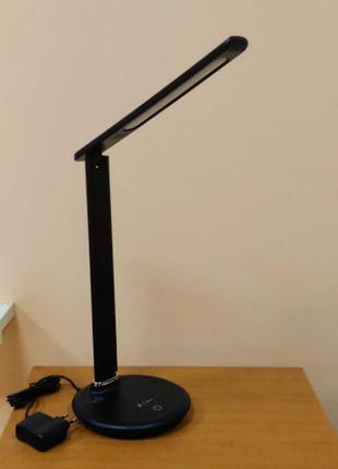 Светодиодная настольная лампа с сенсорным управлением