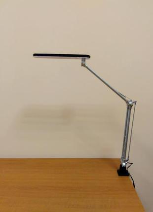 Светодиодная настольная лампа на струбцине