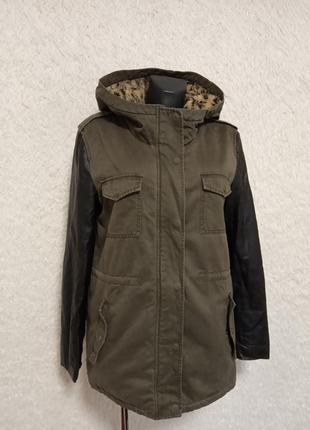 Куртка на меху с теплым капюшоном