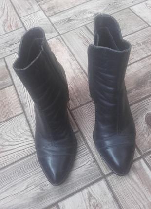Гарні шкіряні черевички 36 р