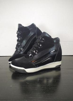 Демисезонные ботинки на платформе и шнуровке, замшевые. эко кожа
