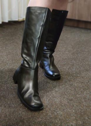 Очень стильные итальянские кожаные сапоги