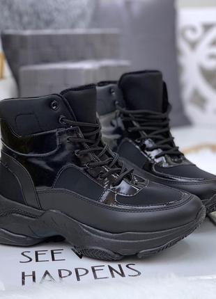 Кожаные осенние ботинки на массивной подошве в спортивном стиле