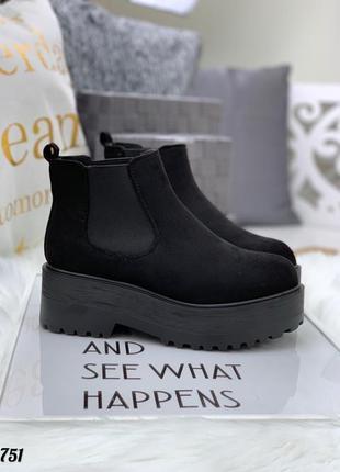 Невероятные замшевые осенние ботинки на массивной подошве челси