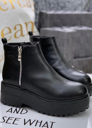 Невероятные кожаные осенние ботинки на массивной подошве с дек...