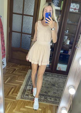 Платье нюдового цвета в греческом стиле