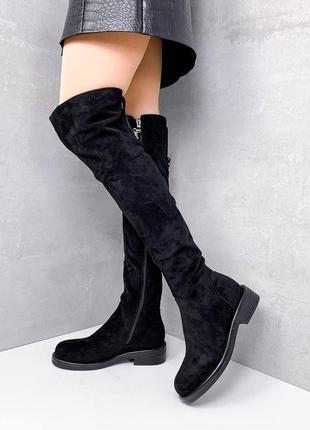 Женские зимние замшевые чёрные сапоги ботфорты на низком каблуке.