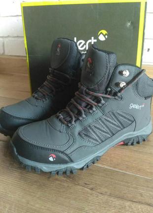 Классные треккинговые ботинки gelert