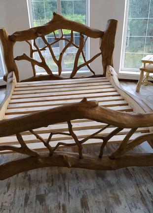 Кровать из натурального дерева дуба.