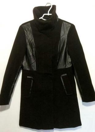 Стильное пальто на кнопках , с кожаными вставками h&m