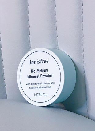 Минеральная бесцветная матирующая рассыпчатая  пудра Innisfree