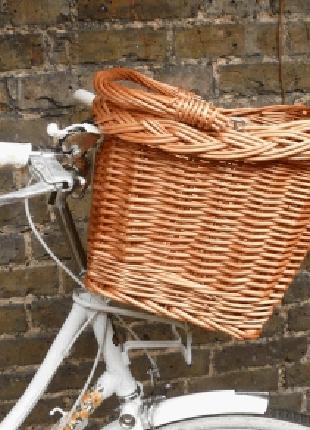 Велокорзина на руль велосипеда плетеная