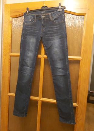 Классические прямые джинсы