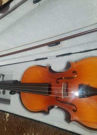 Скрипка з чемоданом