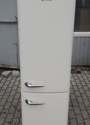 Холодильник с морозильной камерой Gorenje ORK193C ретро бежевый