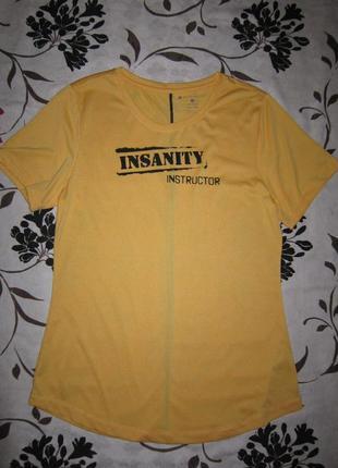Яркая футболка с надписью beachbody