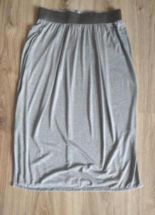 Лёгкая трикотажная юбка серебристо-серого цвета от donna karan