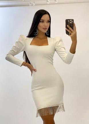 Белое вечернее платье с квадратным вырезом с бахромой