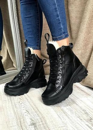 Идеальныечерные кожанные ботинки на меху