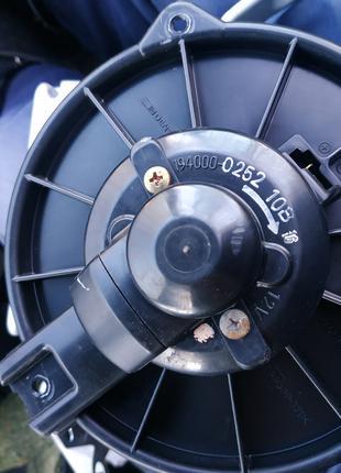 Вентилятор печки 194000-0252 Toyota Avensis t22