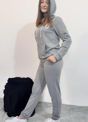 Спортивный костюм женский