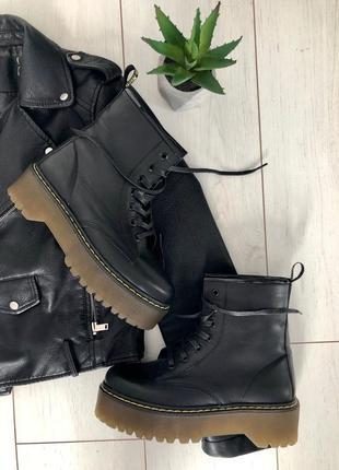 Женские ботинки деми зима мартинсы на зубастой подошве