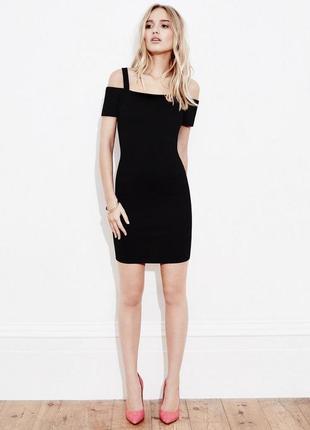 Маленькое черное платье открытые плечи р. 40