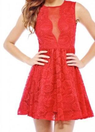 Кружевное платье с красивым декольте р. 44-46