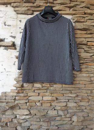 Стильный в клетку пуловер большого размера