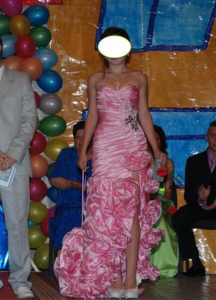 Шикарное платье со шлейфом бальное на выпускной, свадьбу, юбил...