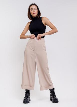 Женские брюки-кюлоты с отворотами бежевые
