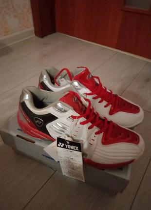Продам кросівки Yonex для занять бадминтоном.