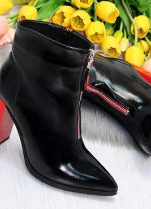 Элегантные черные ботинки ботильоны на удобном красном каблуке...